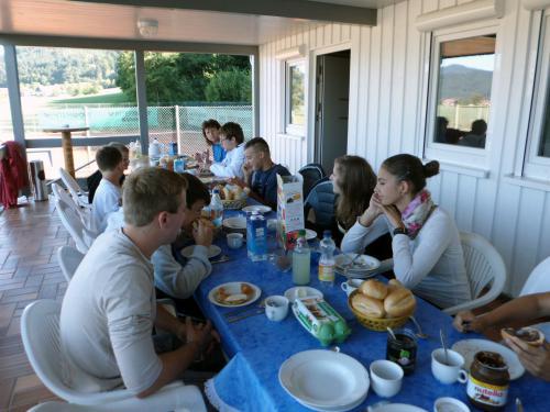 8979-Zeltlager Tennisplatz Biberach-Jugend-18.08.2012