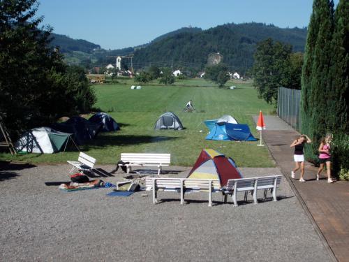 8985-Zeltlager Tennisplatz Biberach-Jugend-18.08.2012